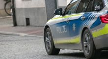 POL-MA: Mannheim-Schwetzingerstadt: 56-jähriger Mann an Straßenbahnhaltestelle von Unbekannten überfallen - Polizei sucht Zeugen