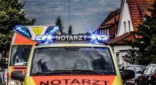 POL-MA: Weinheim/Rhein-Neckar-Kreis: 86-Jährige Autofahrerin prallt rückwärts gegen Mauer - Fahrerin und 65-jährige Mitfahrerin schwer verletzt