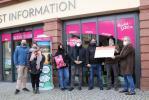 """""""Build your own Heidelberger Weihnachtsmarkt""""  Symbolische Scheckübergabe von 45.000 Euro"""